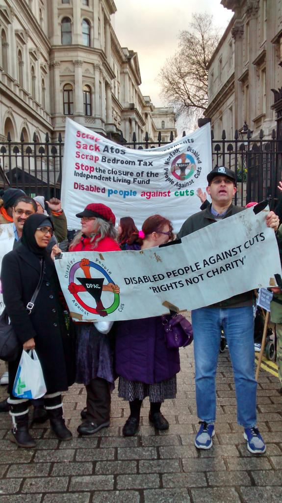 @UniteCommExeter #wheresEd Outside Downing street now @Dis_PPL_Protest to #SaveILF  Not!